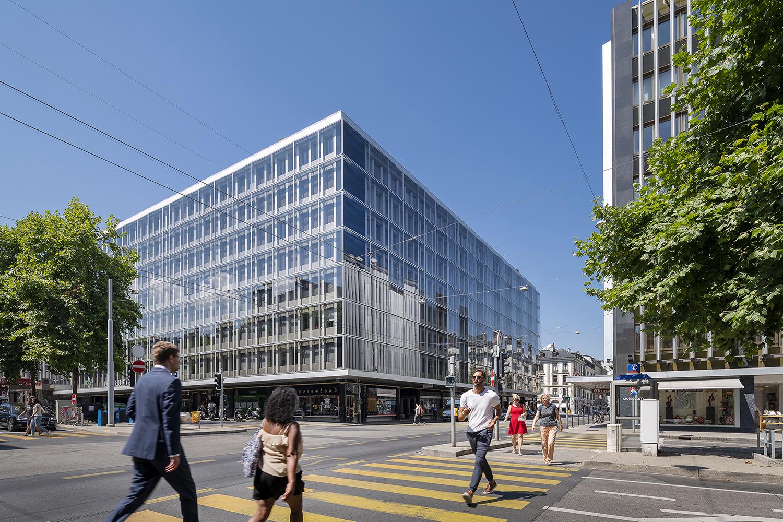 La rénovation des façades de Rive-Centre permet à cet îlot de contribuer à la requalification et une nouvelle perception de ce quartier situé au cœur de Genève, en respectant le caractère d'ensemble et historique du lieu.
