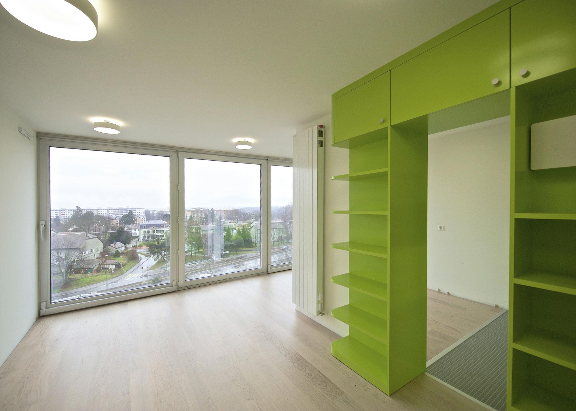 Dix-huit appartements sont créés à partir de logements plus petits pour accueillir des familles.