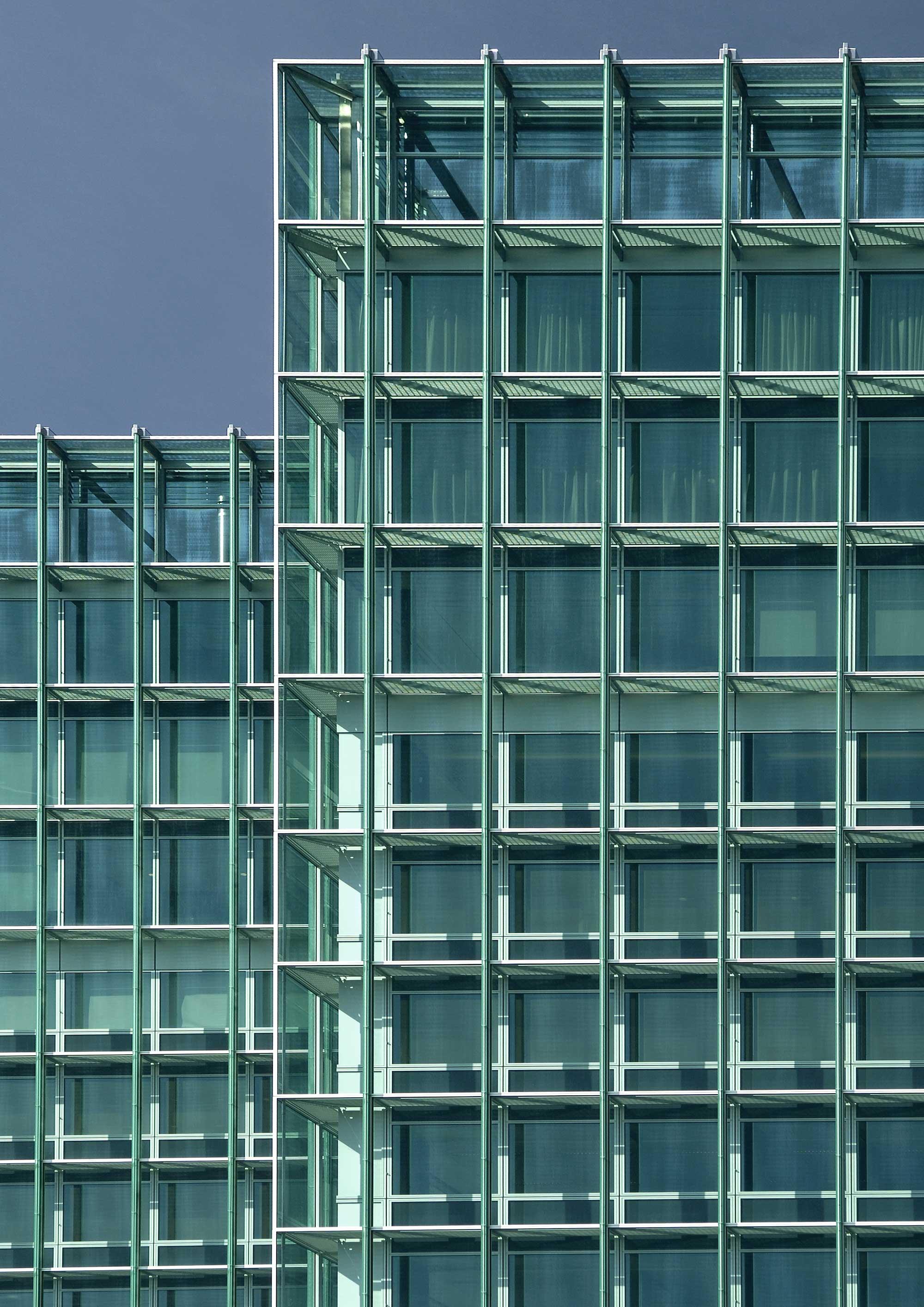 Rolex Acacias - Des vitrages verts, couleur emblématique de Rolex SA, habillent le siège administratif.