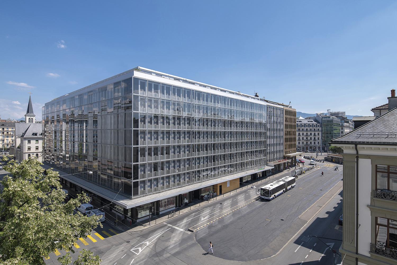 Nous avons respecté la lecture architectonique du projet initial, réalisé par l'architecte Fritz Jenny dans les années 1960, par l'usage d'une façade à double peau transparente.